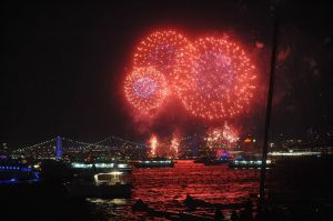 macys-4th-of-july-fireworks-viewed-from-the-circle-line-3adf489da9c9e683