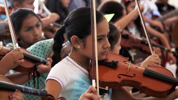 yuritzi_violin-1-800x450_0